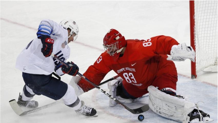 Ameriški hokejist Broc Little in ruski golman Vasilij Košečkin.