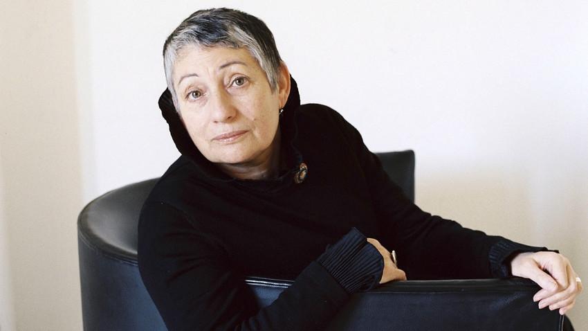 Liudmila Ulítskaia.