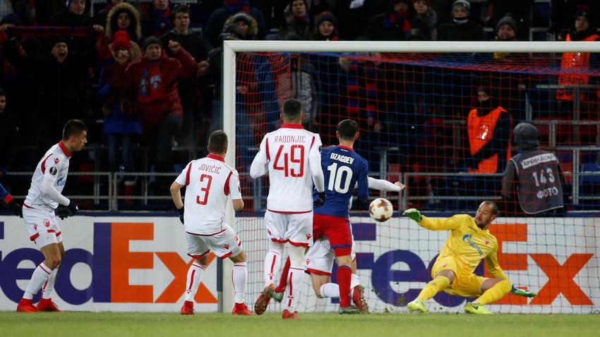 Алан Дзагојев постиже једини погодак на мечу.