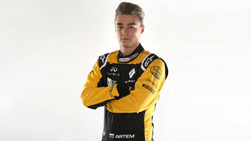 artem markelov nouveau pilote automobile de l 39 quipe renault f1 russia beyond fr. Black Bedroom Furniture Sets. Home Design Ideas