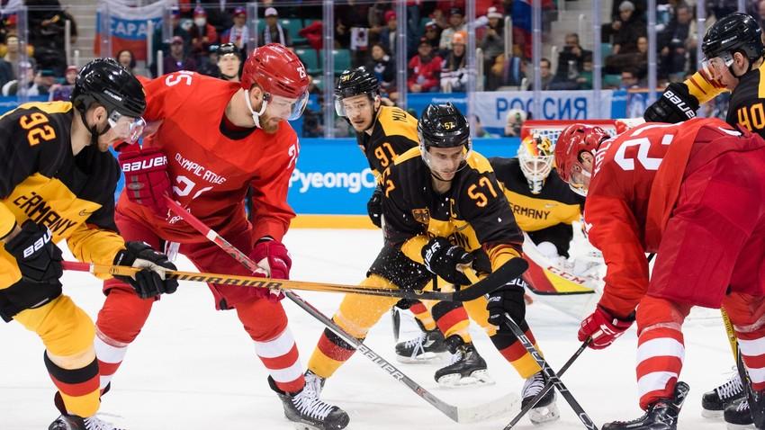 Olympiade-Finale am letzten Olympia-Tag: die deutsche Eishockey-Nationalteam gegen die Mannschaft der Olympischen Athleten aus Russland
