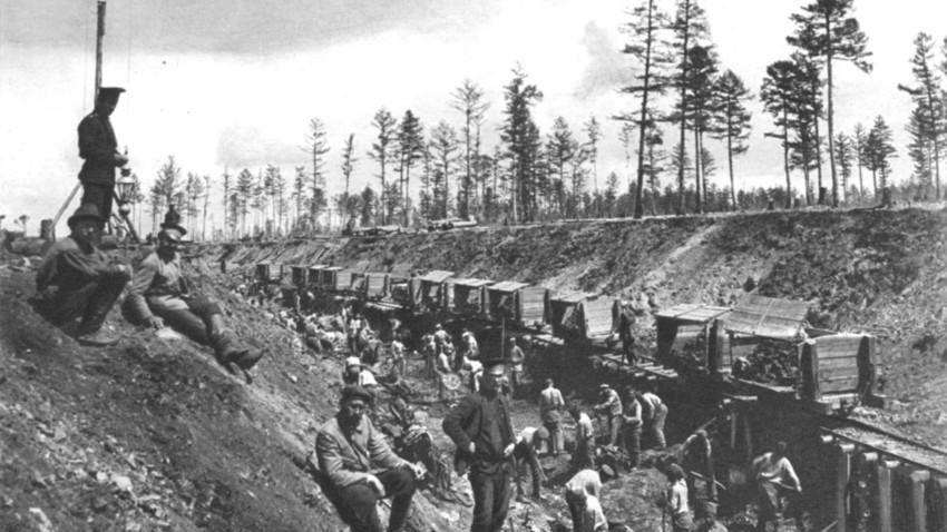 Sebelum Trans-Siberia dibangun, perjalanan dari Moskow ke Vladivostok memakan waktu setidaknya 11 bulan.