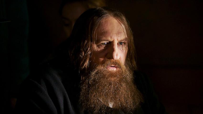 Aktor Prancis Gérard Depardieu memerankan Rasputin.