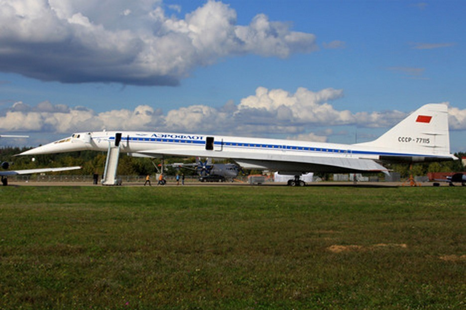 Тупољев Ту-144Д, суперсонични путнички авион.
