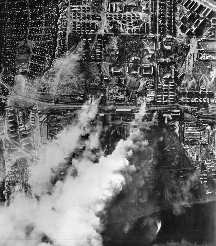 Гермнаската авијација го бомбардира Сталинград во септември 1942 година.