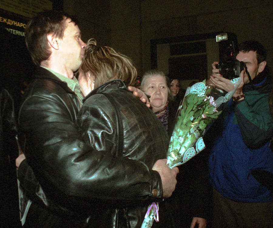 A freed hostages aboard the hijacked Russian aircraft can't help crying on their arrival at Moscow airport from Saudi Arabia