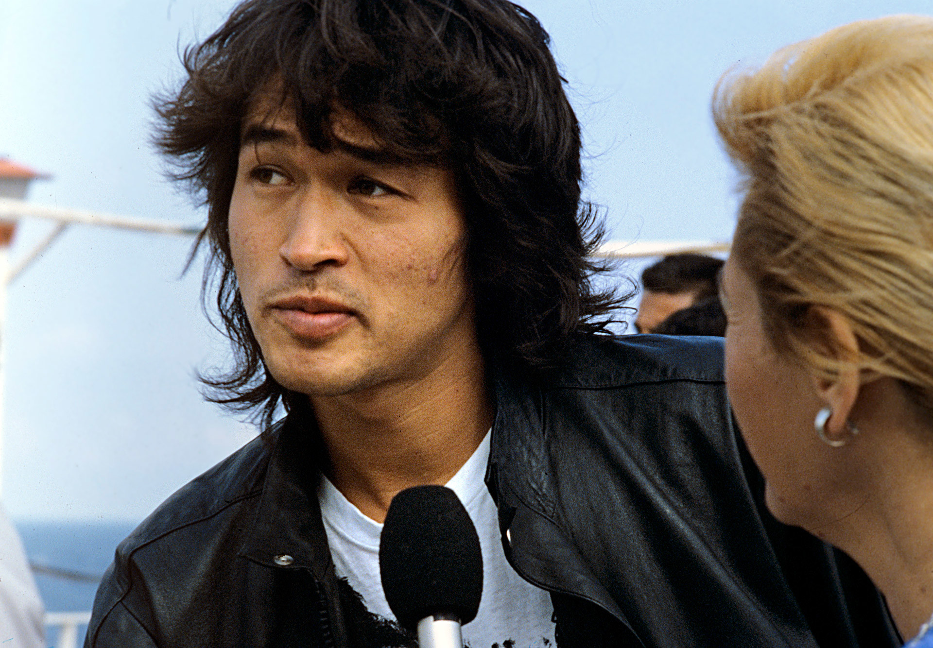 Frontman of the band Kino Viktor Tsoi during the Golden Duke film festival. 1988