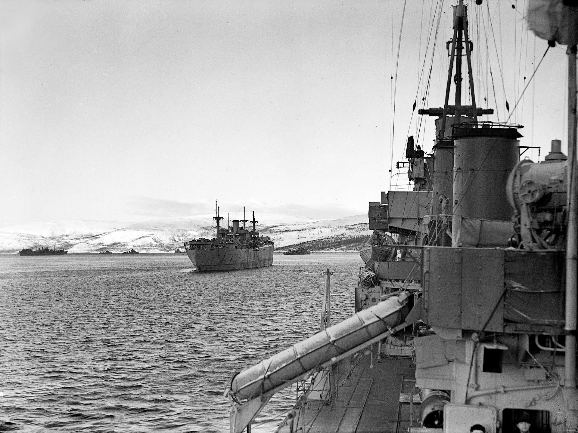 Der Konvoj der RA-53 erreicht die Kola-Halbinsel, 1. März 1943