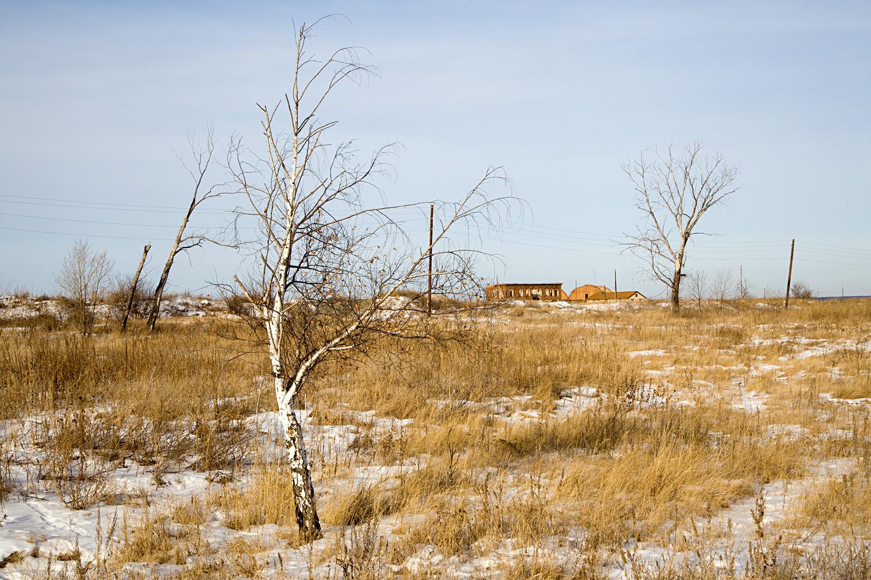 Die Einwohner verließen damals ihre Häuser mitsamt ihrem Hab und Gut. Ihren Besitz vergruben sie in Erdlöchern für den Fall, dass sie sie später holen könnten.