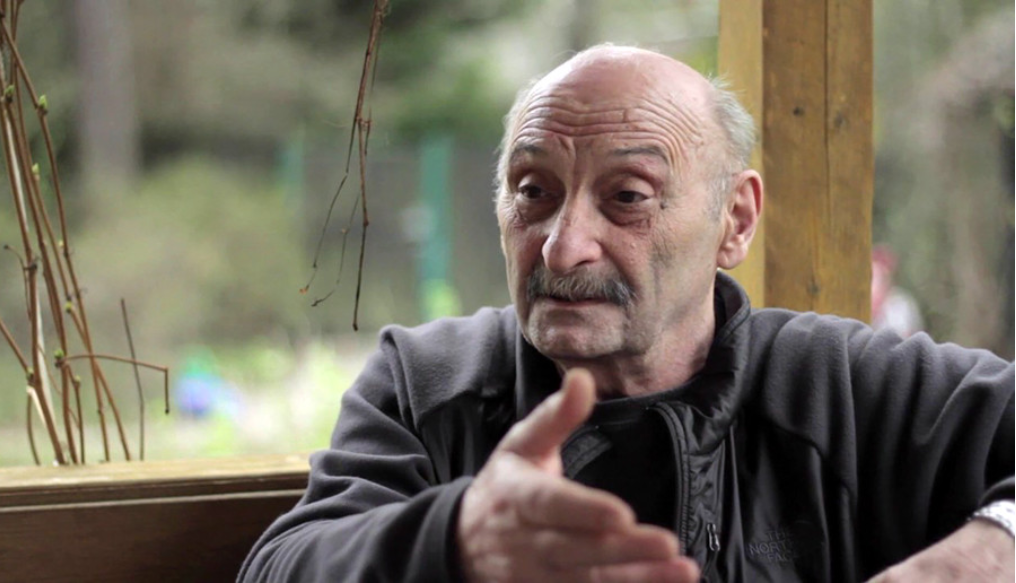 Jason Badridze (roj. 1944) živi in dela v Gruziji. Preučevanje volkov je njegovo življenjsko delo, ki ga opravlja že od 70. let naprej.