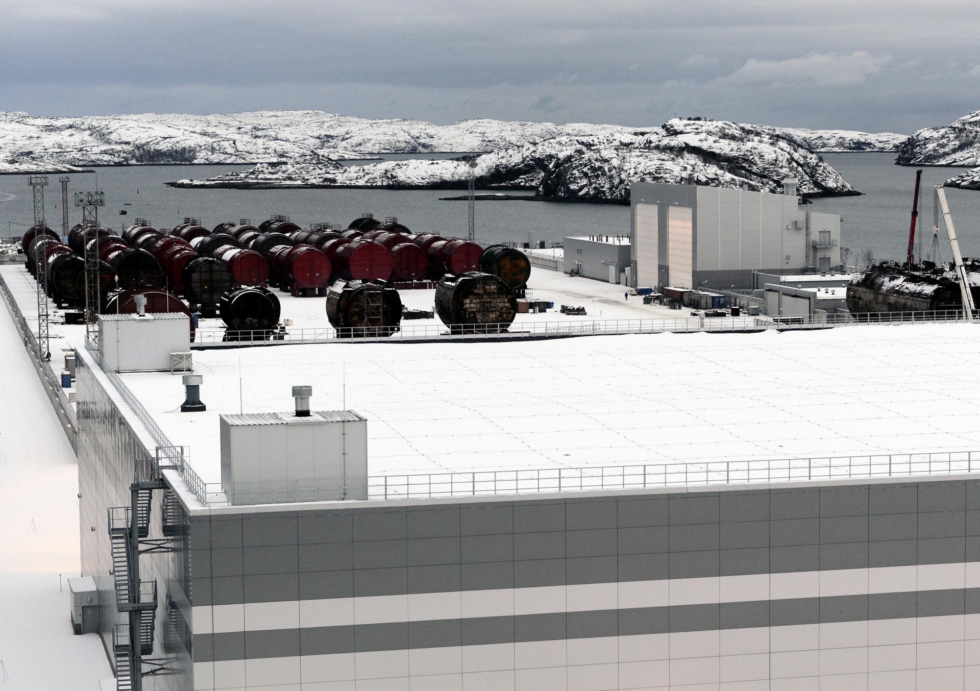 Una plataforma costera para almacenar bloques de reactores en la planta de reprocesamiento, acondicionamiento y almacenamiento de desechos radiactivos. Región de Múrmansk.