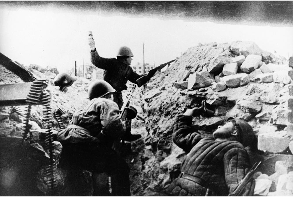 Vojaki Rdeče armade na ulicah Stalingrada.