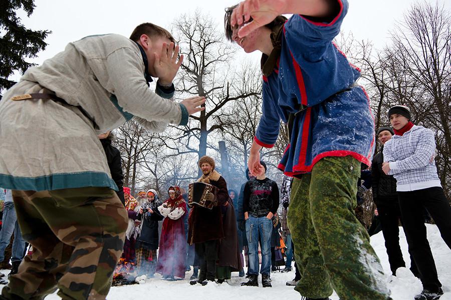 Di Rusia, perkelahian dengan tangan kosong adalah tradisi yang berhasil bertahan selama berabad-abad.