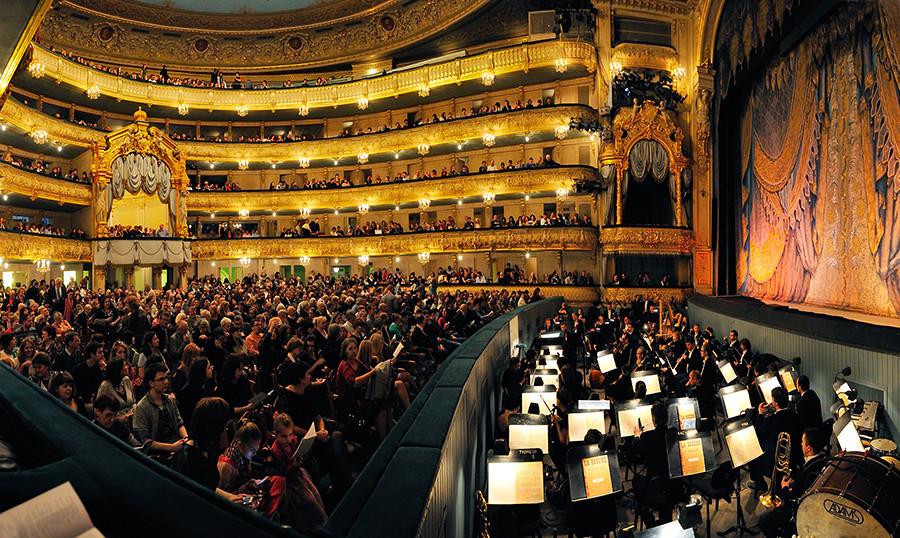 """Cada año este teatro se convierte en el escenario del festival internacional de coro, """"Máslenitsa en Canciones""""."""