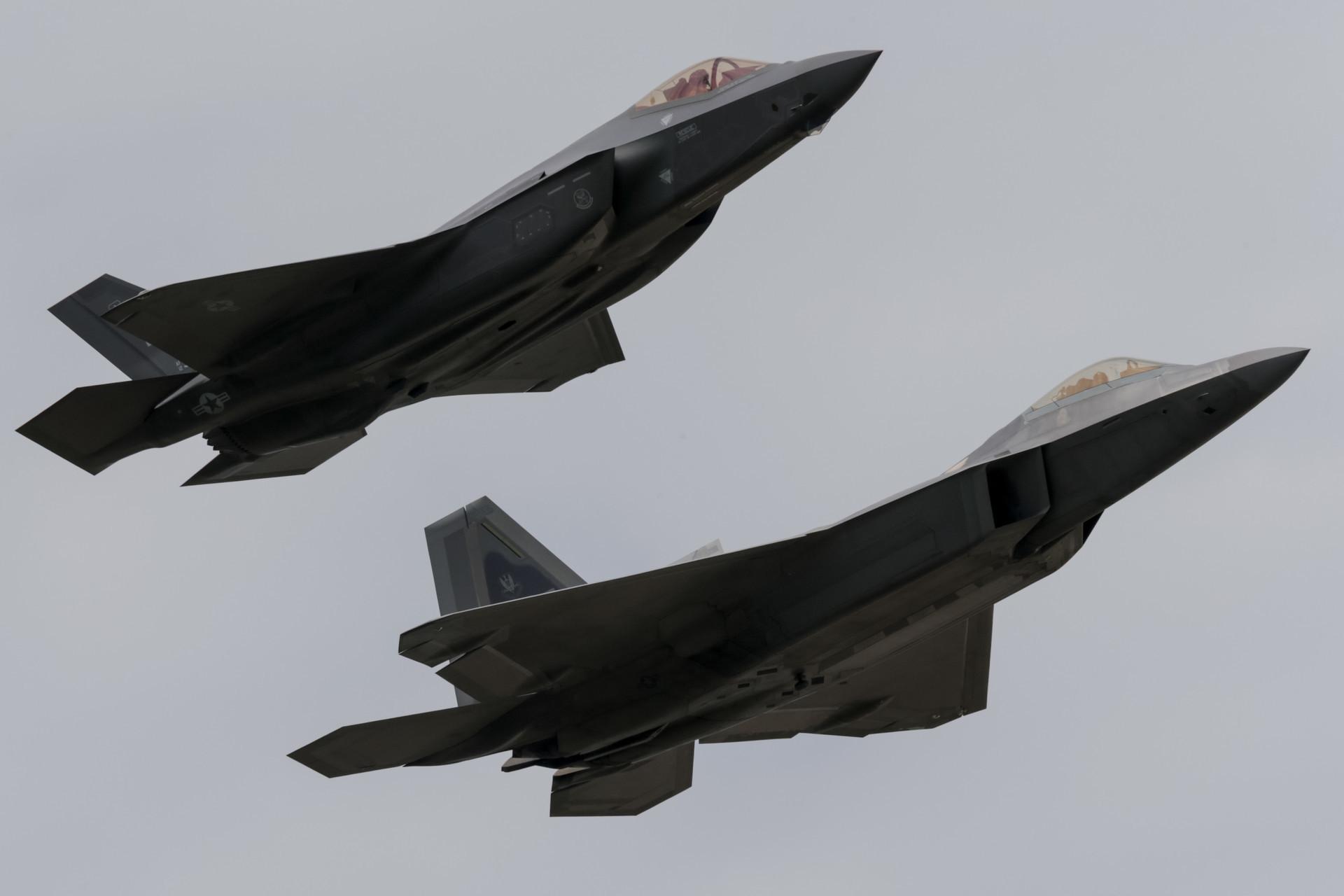 F-35 in F-22