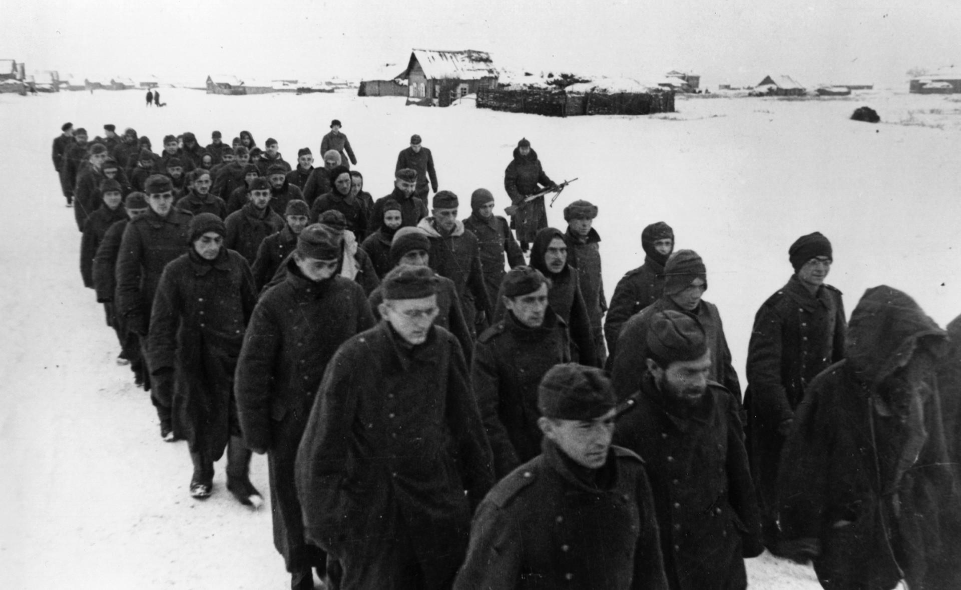 Soldados alemanes, capturados en parte gracias al trabajo de Sudoplátov durante la Segunda Guerra Mundial.