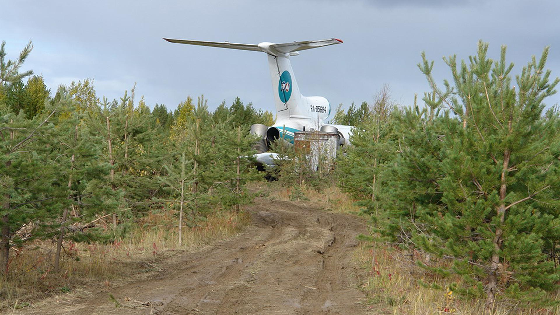 Аварирал самолет Ту-154, извършил аварийно кацане край Коми