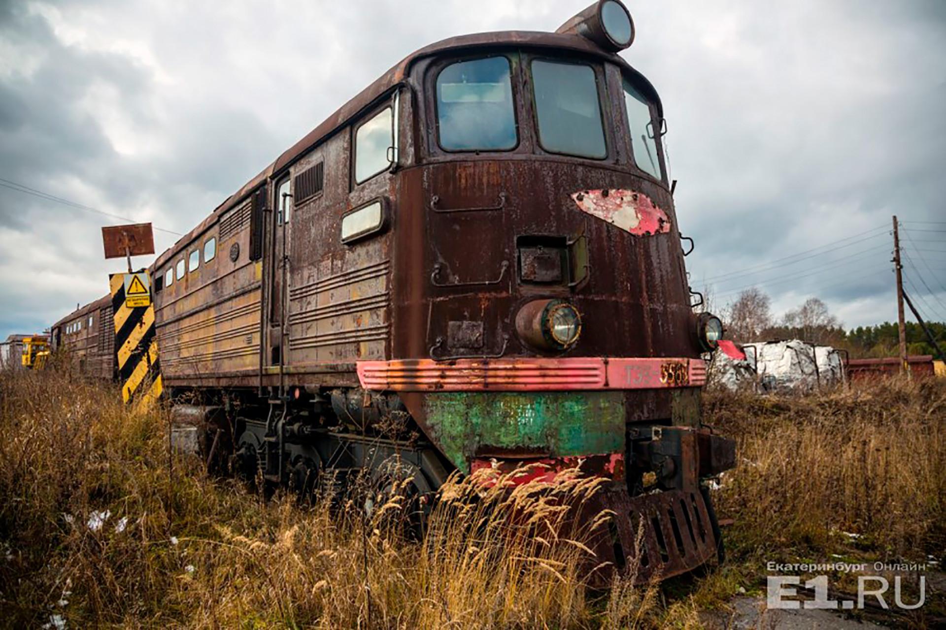 """Einige Züge jedoch landen am Ende auf einem sogenannten """"Eisenbahnfriedhof"""", einer Sammelstelle für Lokomotiven und Waggons aus den unterschiedlichsten Zeiten."""