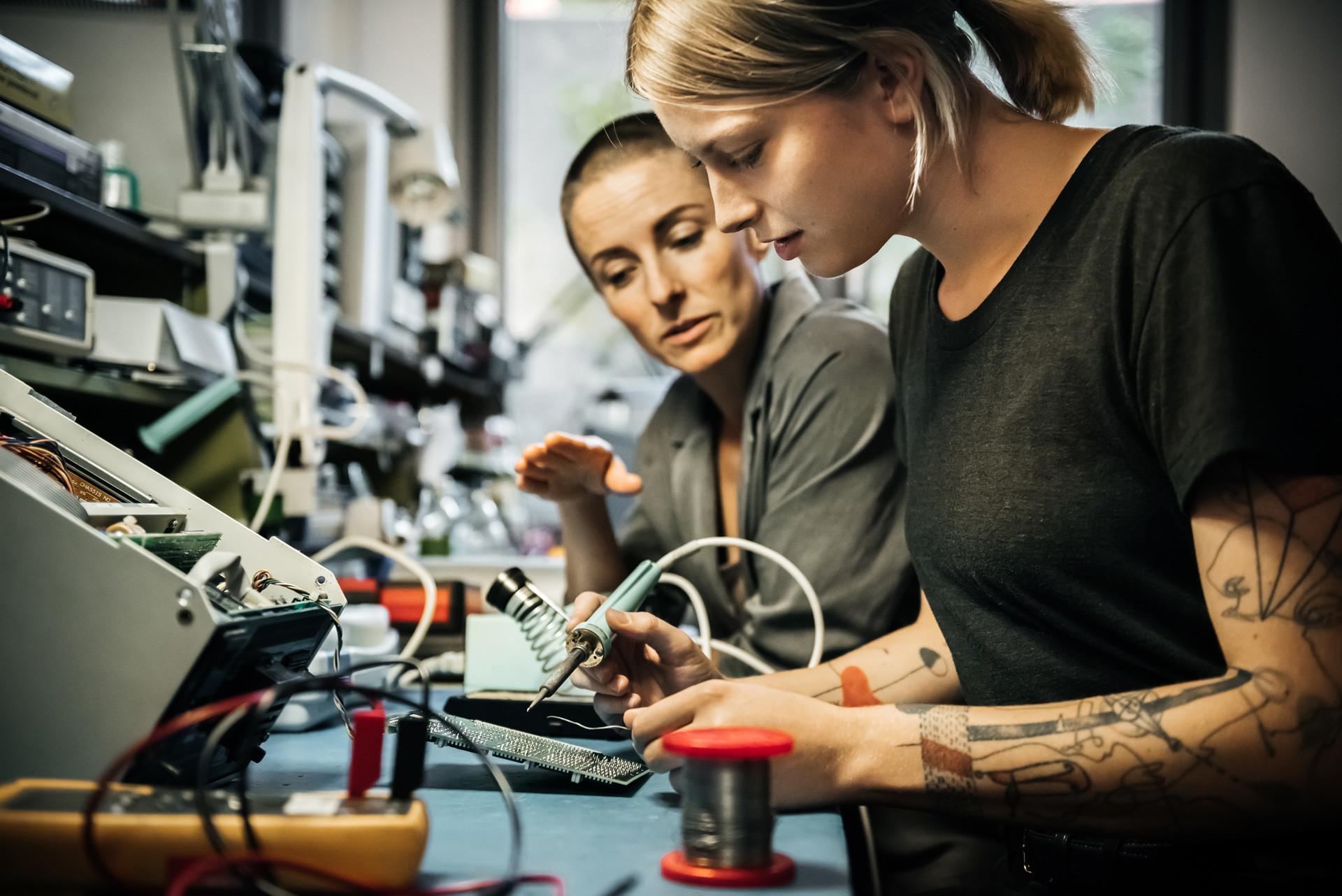 ユネスコによれば、ロシアでは、科学研究分野で働く人の41%を女性が占め、世界のどの国よりも高い数字となっている。
