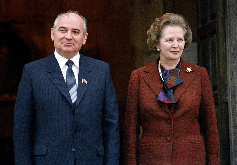 Gorbatchov e Thatcher em Londres na década de 1980
