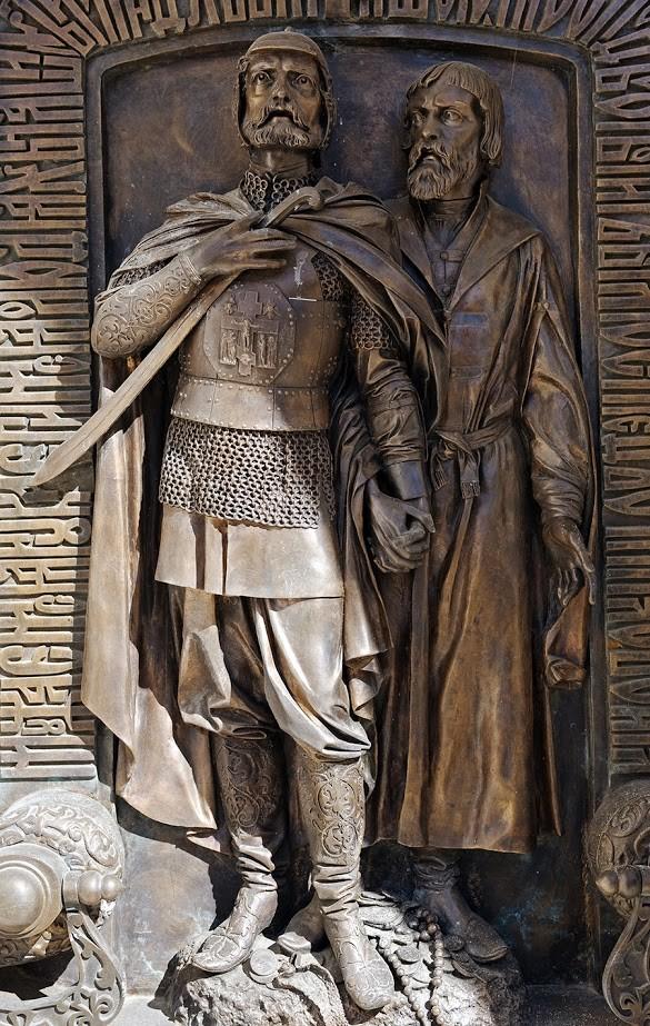 Požarski in Minin na podobi v Suzdalu poleg grobnice kneza Dmitrija Požarskega