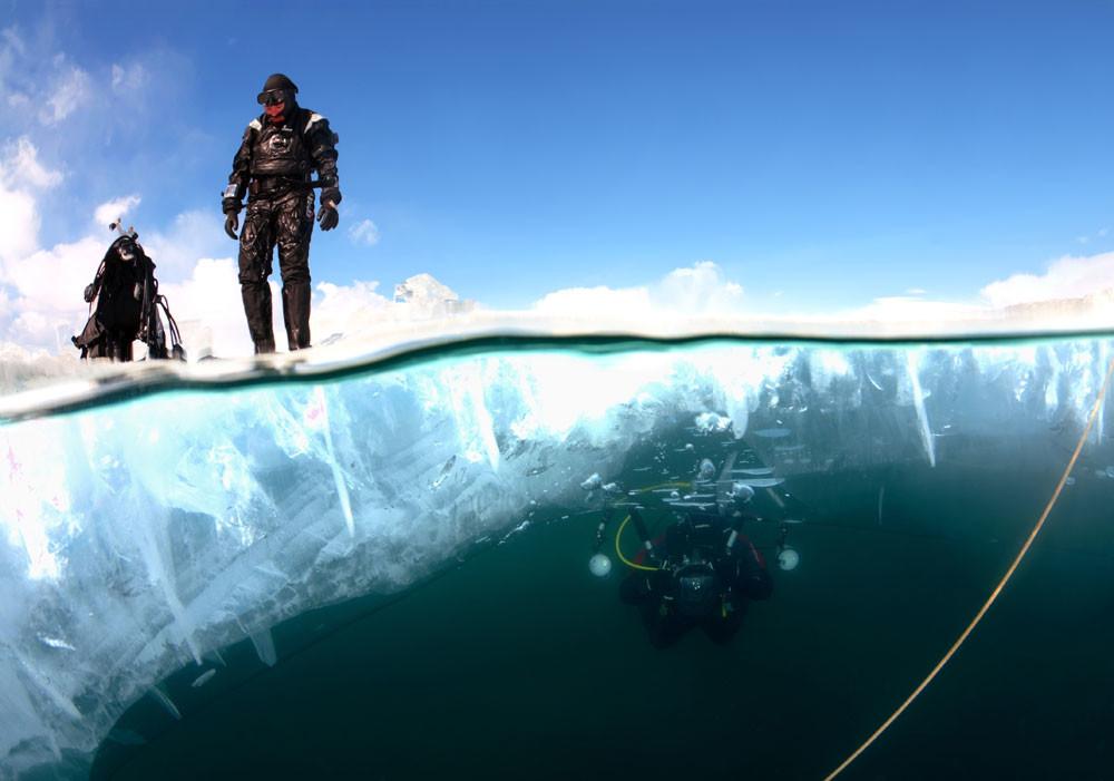 Потопло е под мразот, таму е околу 0 степени Целзиусови, што воопшто не е лошо со оглед на температурата на копно: -20 степени Целзиусови.