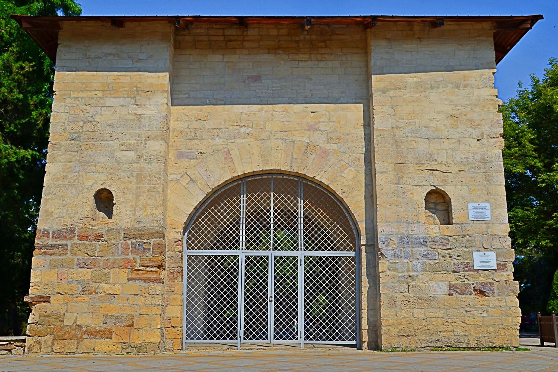 « La porte de Russie » à Anapa, a été érigée par les chefs turcs.