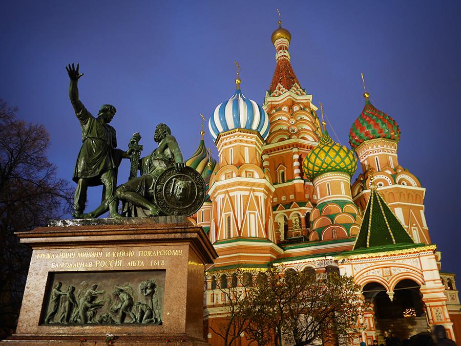 ミーニンとポジャルスキーの銅像