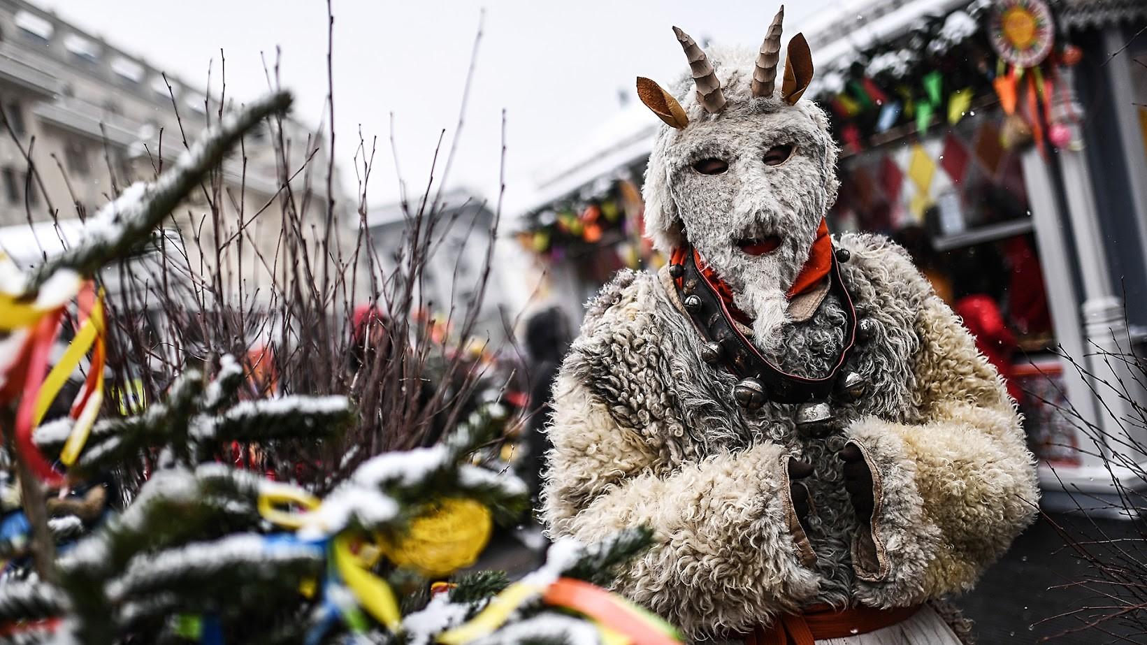 Maska na praznovanju na Manežnem trgu, Moskva