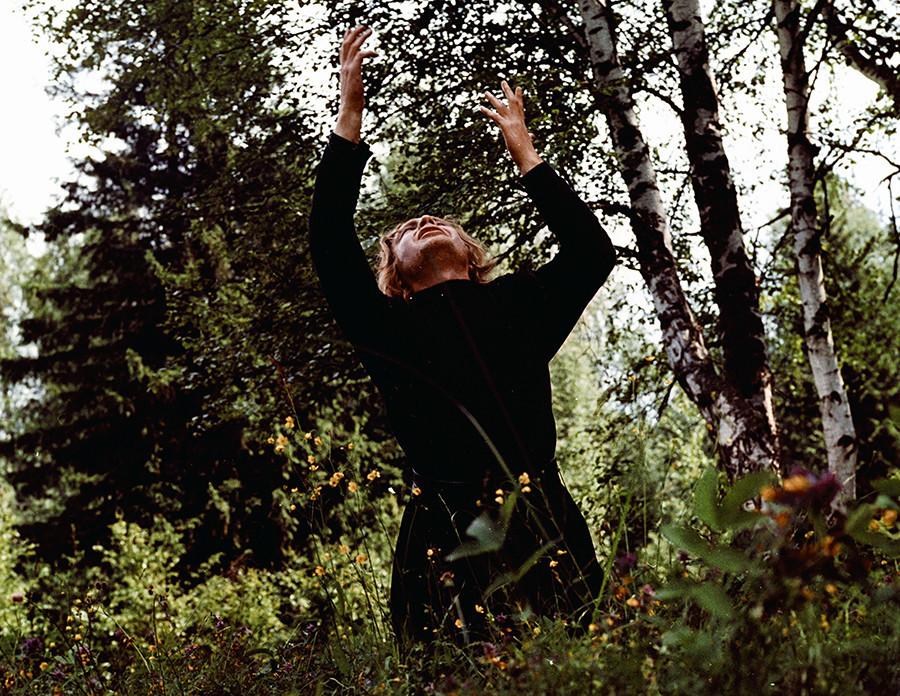 """Актерот Андреј Мјагков како Аљоша во филмот на Иван Пирјев """"Браќа Карамазов""""."""