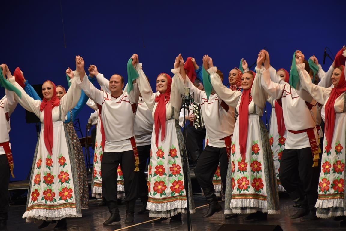 Akademski zbor Pjatnickega v SNG Maribor ob otvoritvi sezone ruske kulture v Sloveniji