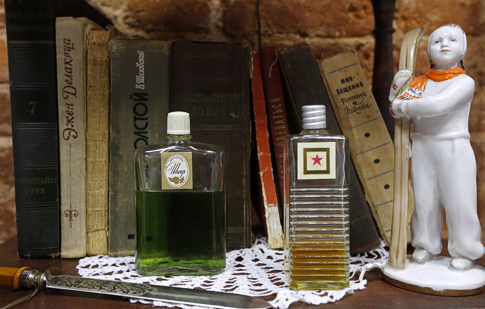 Chypre eau de cologne. Perfume bastante bom para os padrões soviéticos, ele era horroroso para se beber.