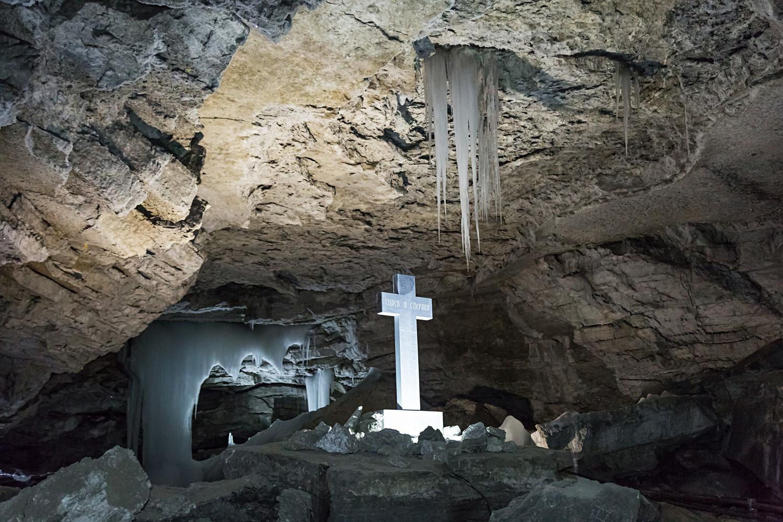 Heute steht in der Höhle noch ein solches Kreuz, das den Aufzeichnungen Remesows entsprechend rekonstruiert werden konnte.