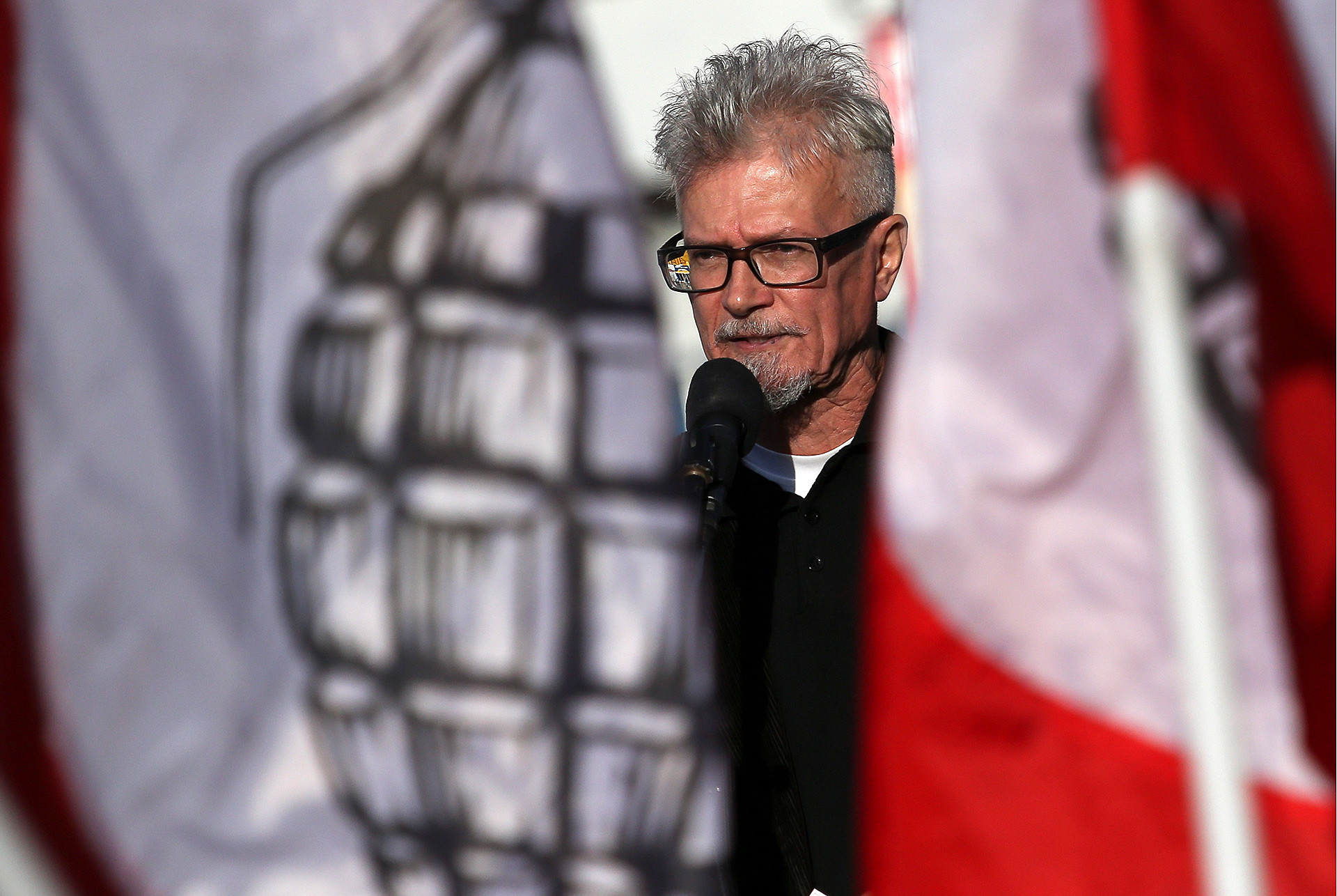 On this picture (taken in 2015) Limonov is far older than during his years in France, but his redoubtable style remains the same.