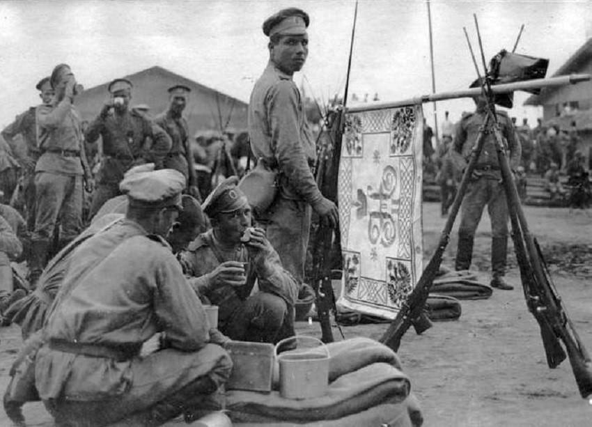 Руски војници во Солун.