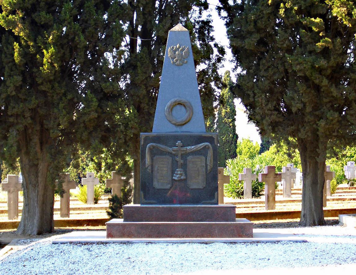 Рускиот споменик на гробиштето Зејтинлик.