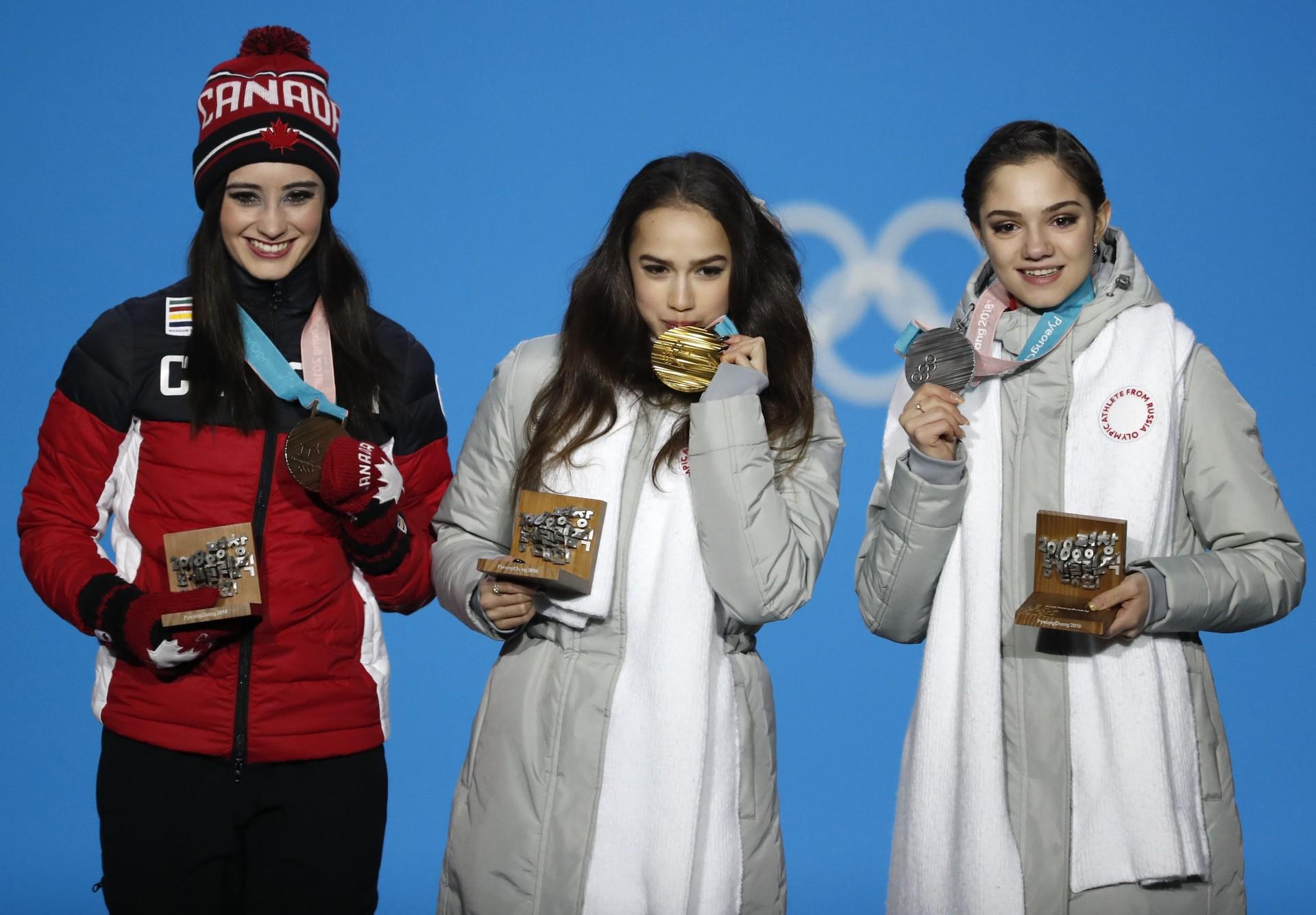 Sur la photo, Alina Zagitova, Evgenia Medvedeva et la Canadienne Kaetlyn Osmond, ce trio qui a occipé les trois marches du podium.