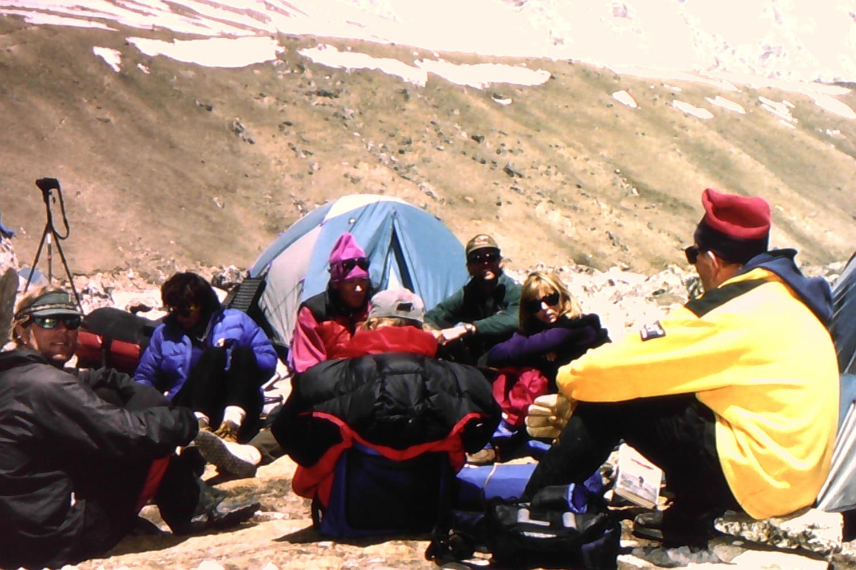 Scott Fischer, Sandy Hill Pitman, Anatoli Boukreev dan pendaki lain di trek Everest.