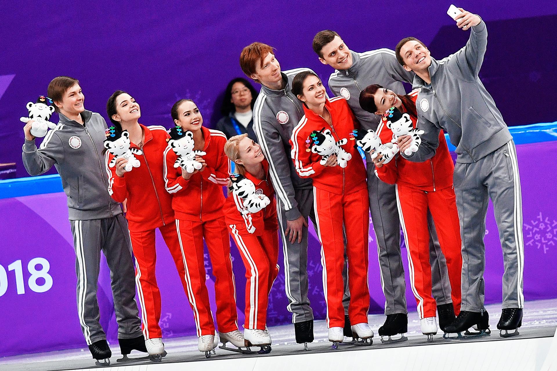 Figure skating team from Russia, L-R: Mikhail Kolyada, Evgenia Medvedeva, Alina Zagitova, Evgenia Tarasova & Vladimir Morozov, Natalya Zabiyako & Alexander Enbert, Ekaterina Bobrova & Dmitri Soloviev