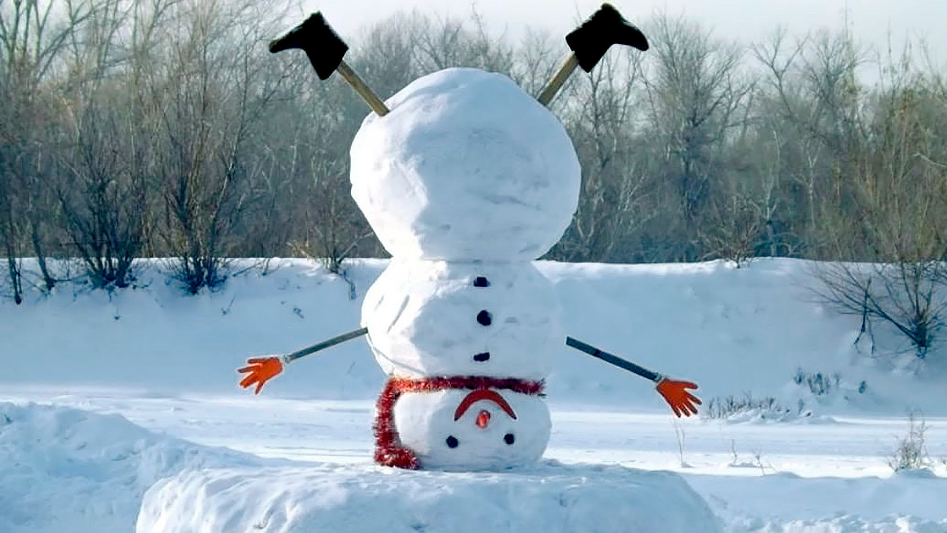 Los muñecos de nieve siguen en las calles de Moscú a pesar de la primavera - Russia Beyond ES