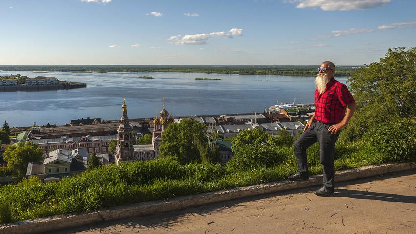 Cidade tem diversos atrativos, como passear pelo Rio Volga.