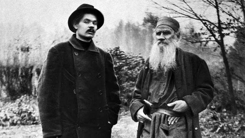 Maxim Gorky and Leo Tolstoy in Tolstoy's estate Yasnaya Polyana, 1900. Reproduction