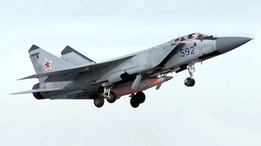 Mig-31 z nadzvočno raketo Kinžal.