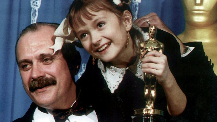 Nikita Mihalkov s hčerko na podelitvi oskarjev.