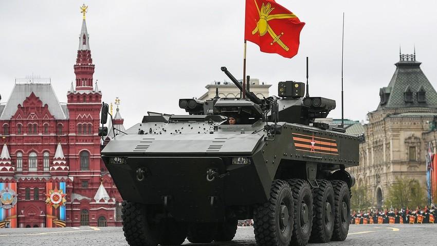 """Бумеранг"", руски оклопни транспортер."