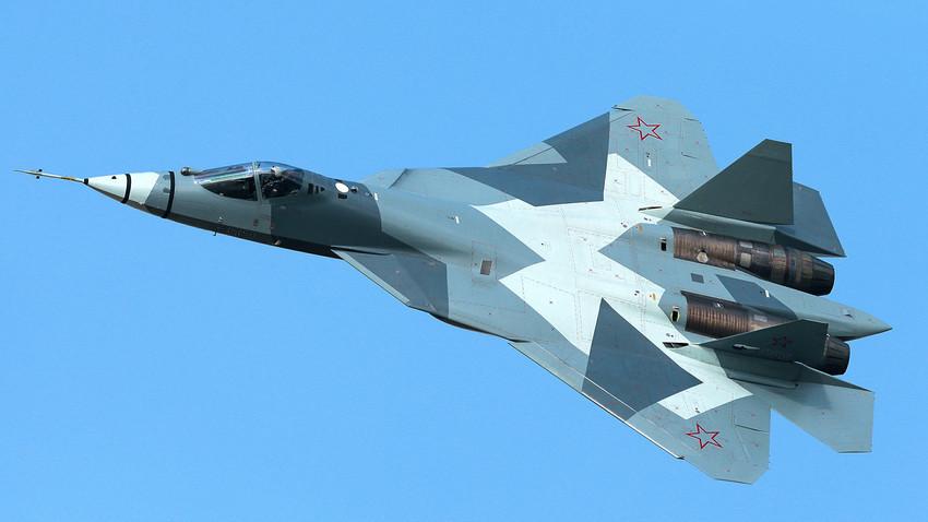 Су-57, руски ловац пете генерације.