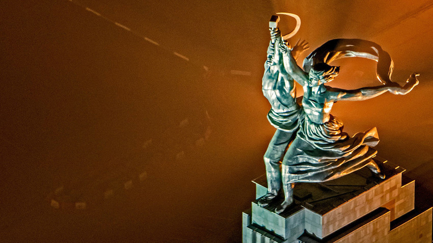 Patung Buruh dan Perempuan Kolkhoz dari tahun 1930-an masih menjadi salah objek wisata yang terkenal di Moskow.