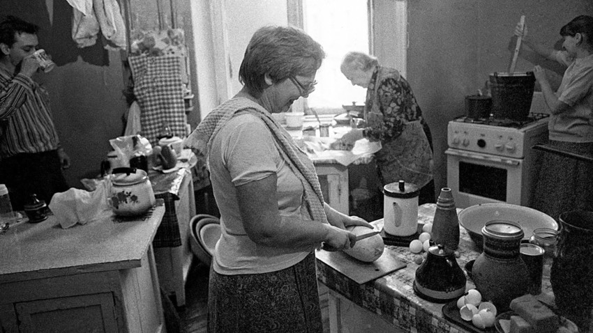 Kuhinja v komunalnem stanovanju v Moskvi, v četrti Sadovoje kol'co.