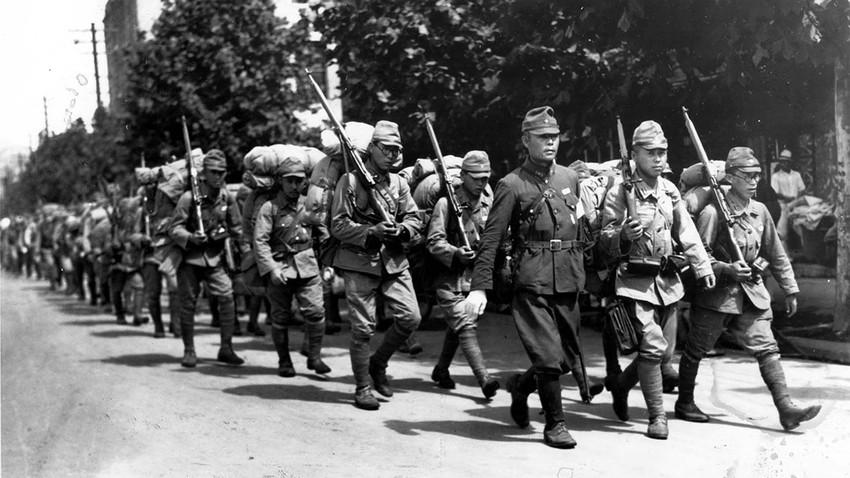 Tentara Jepang berbaris di Seoul, 1920-an.