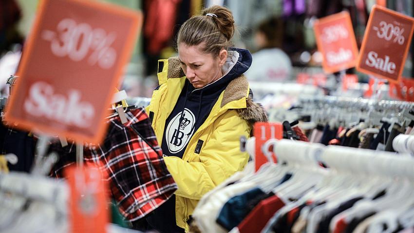 Shopping invernale ai grandi magazzini Tsum di Mosca